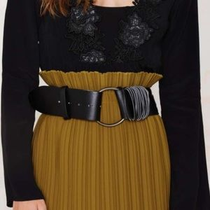 NASTY GAL|| BLACK CIRCLE BELT